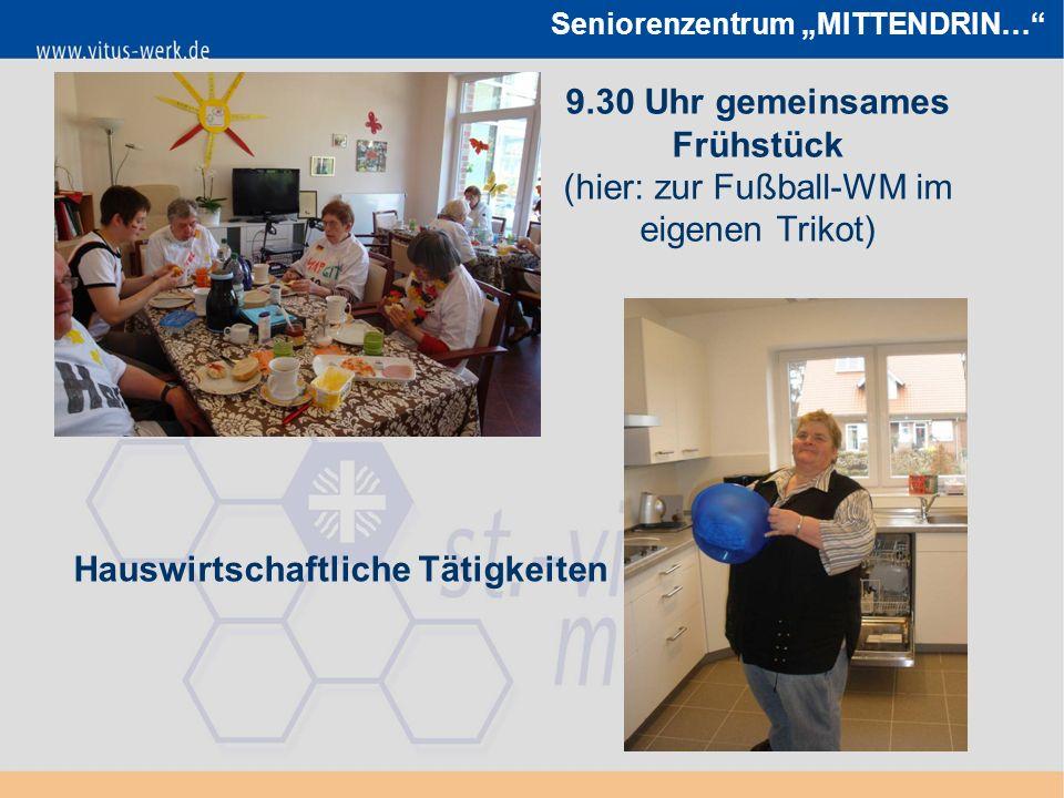 """Seniorenzentrum """"MITTENDRIN… 9.30 Uhr gemeinsames Frühstück (hier: zur Fußball-WM im eigenen Trikot) Hauswirtschaftliche Tätigkeiten"""