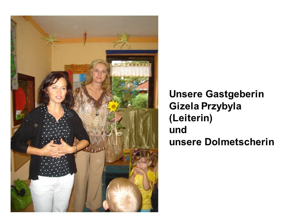 Unsere Gastgeberin Gizela Przybyla (Leiterin) und unsere Dolmetscherin