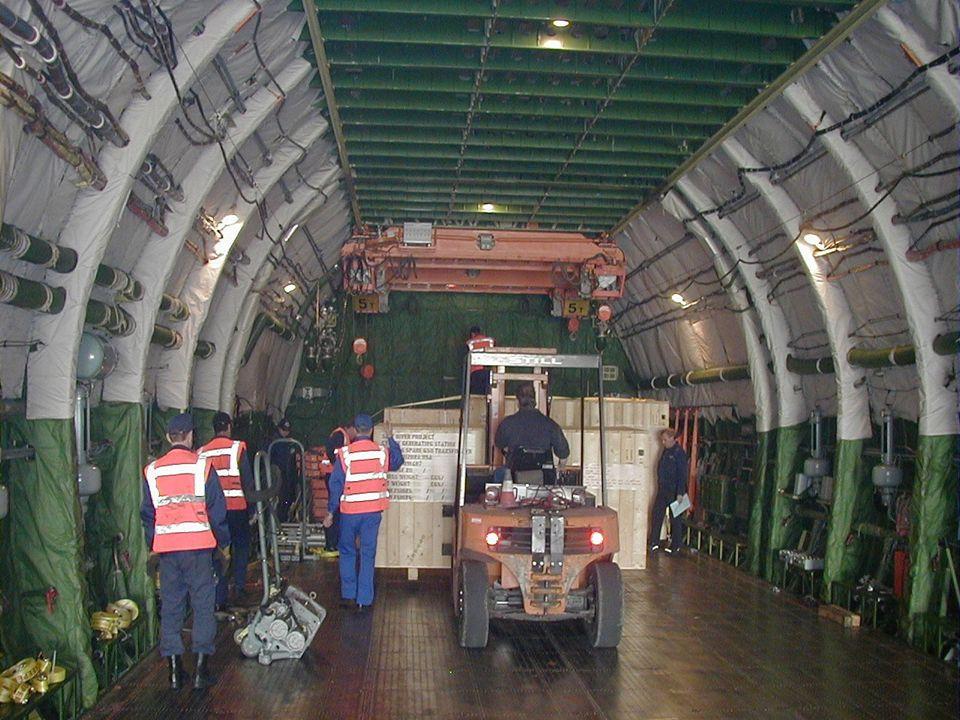 Es gibt Platz für 80 Autos oder 16 Lkw mit Containern.