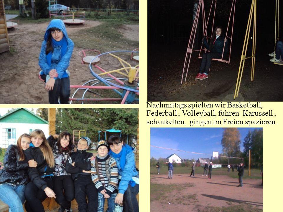 Nachmittags spielten wir Basketball, Federball, Volleyball, fuhren Karussell, schaukelten, gingen im Freien spazieren.