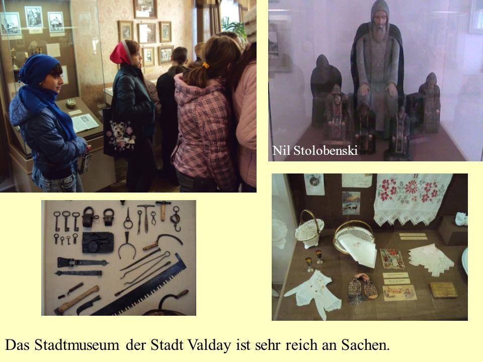 Das Stadtmuseum der Stadt Valday ist sehr reich an Sachen. Nil Stolobenski