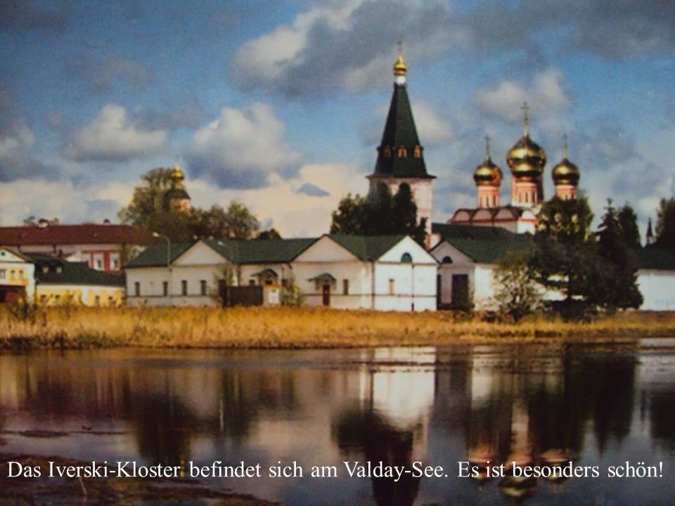 Das Ipatew-Kloster ist besonders schön. Das Iverski-Kloster befindet sich am Valday-See.