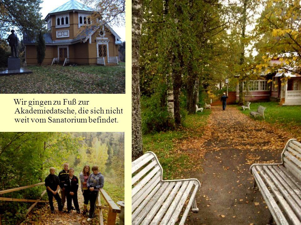 Wir gingen zu Fuß zur Akademiedatsche, die sich nicht weit vom Sanatorium befindet.
