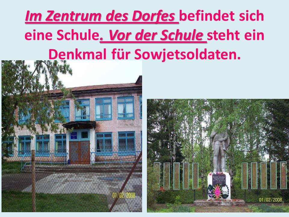 Im Zentrum des Dorfes befindet sich eine Schule.