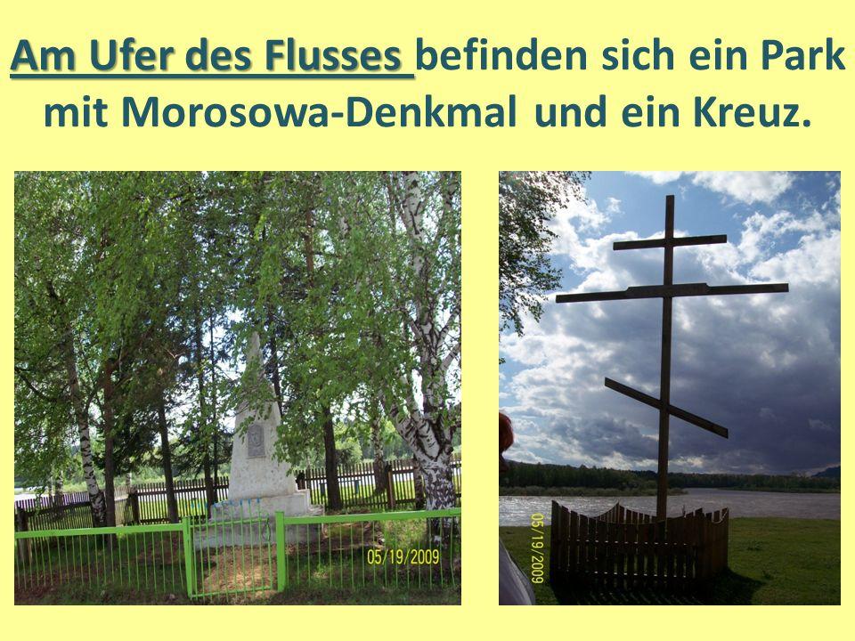 Am Ufer des Flusses Am Ufer des Flusses befinden sich ein Park mit Morosowa-Denkmal und ein Kreuz.