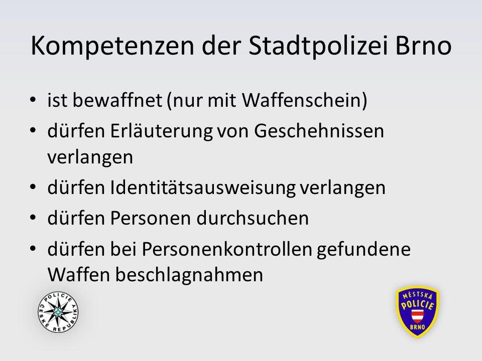 Kompetenzen der Stadtpolizei Brno ist bewaffnet (nur mit Waffenschein) dürfen Erläuterung von Geschehnissen verlangen dürfen Identitätsausweisung verlangen dürfen Personen durchsuchen dürfen bei Personenkontrollen gefundene Waffen beschlagnahmen