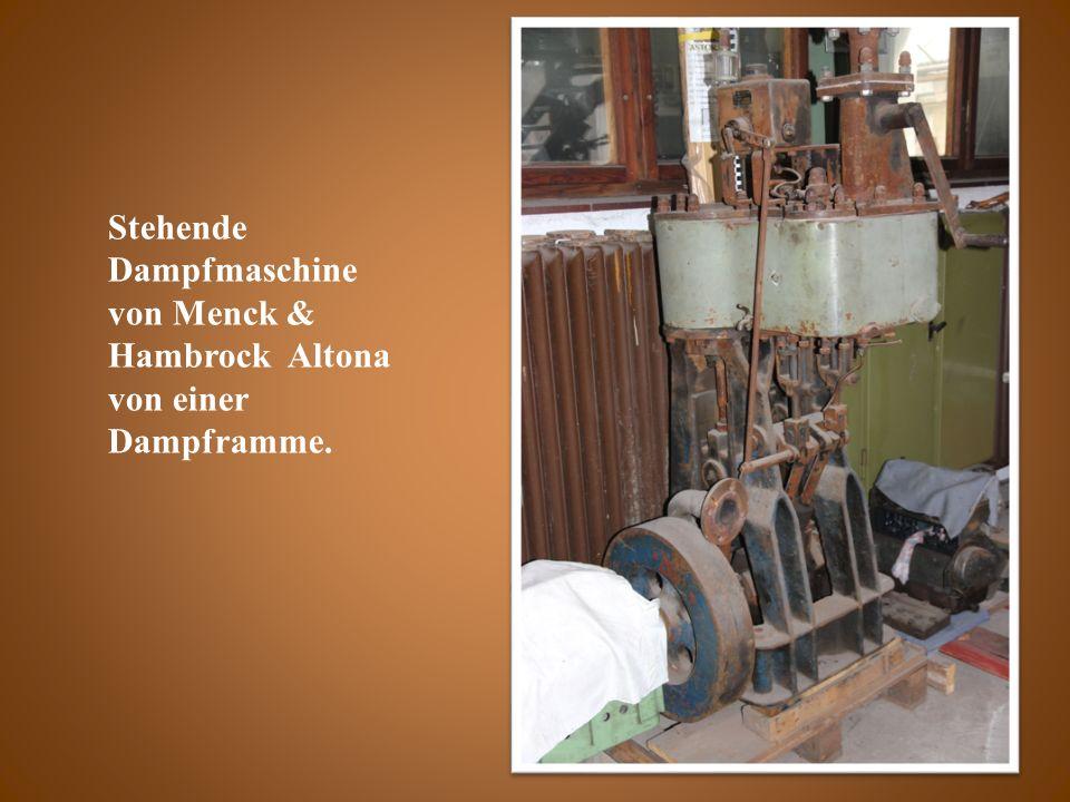 Stehende Dampfmaschine von Menck & Hambrock Altona von einer Dampframme.