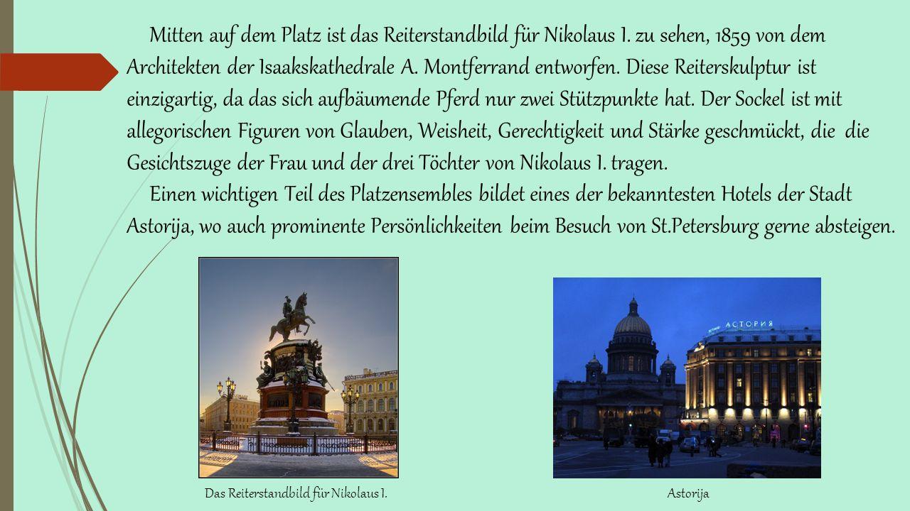 Mitten auf dem Platz ist das Reiterstandbild für Nikolaus I.
