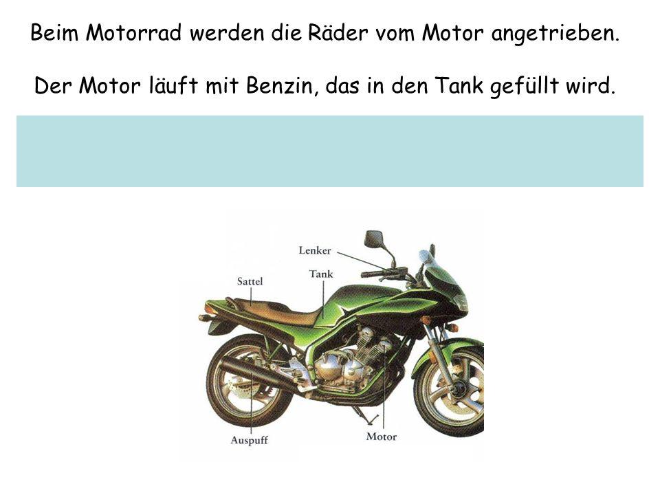 Beim Motorrad werden die Räder vom Motor angetrieben.