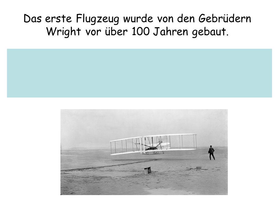 Das erste Flugzeug wurde von den Gebrüdern Wright vor über 100 Jahren gebaut.