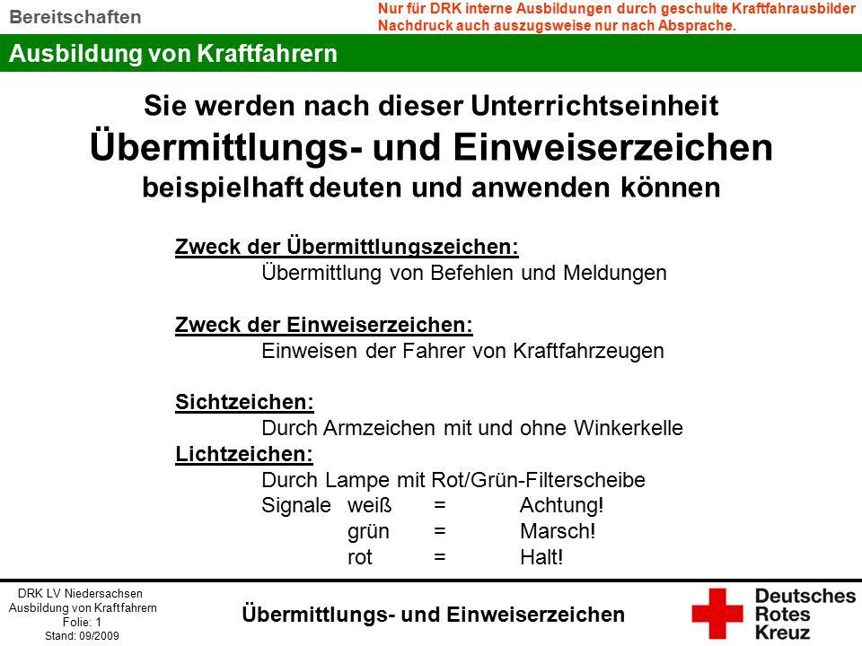 Ausbildung von Kraftfahrern DRK LV Niedersachsen Ausbildung von Kraftfahrern Folie: 12 Stand: 09/2009 Bereitschaften Wichtig: Der Einweiser steht so, dass Einweiser und Fahrer sich sehen können der Fahrer die Anweisungen richtig erkennen kann.