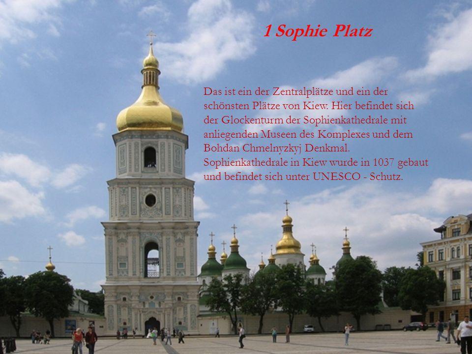 1 SOPHIE PLATZ 1 Sophie Platz Das ist ein der Zentralplätze und ein der schönsten Plätze von Kiew. Hier befindet sich der Glockenturm der Sophienkathe
