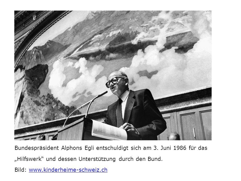"""Bundespräsident Alphons Egli entschuldigt sich am 3. Juni 1986 für das """"Hilfswerk"""" und dessen Unterstützung durch den Bund. Bild: www.kinderheime-schw"""