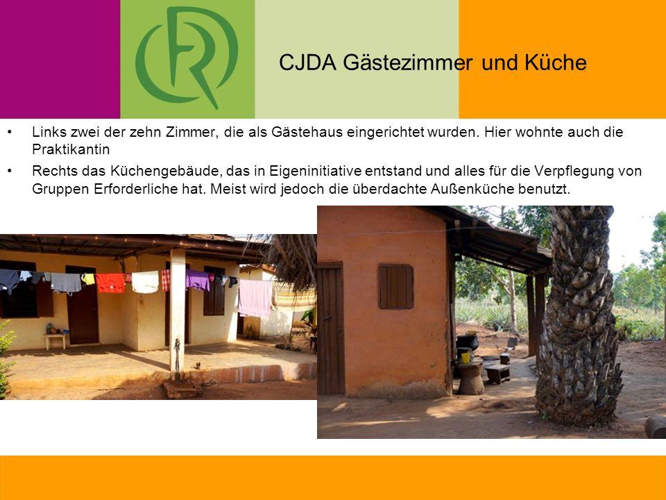 CJDA Gästezimmer und Küche Links zwei der zehn Zimmer, die als Gästehaus eingerichtet wurden.