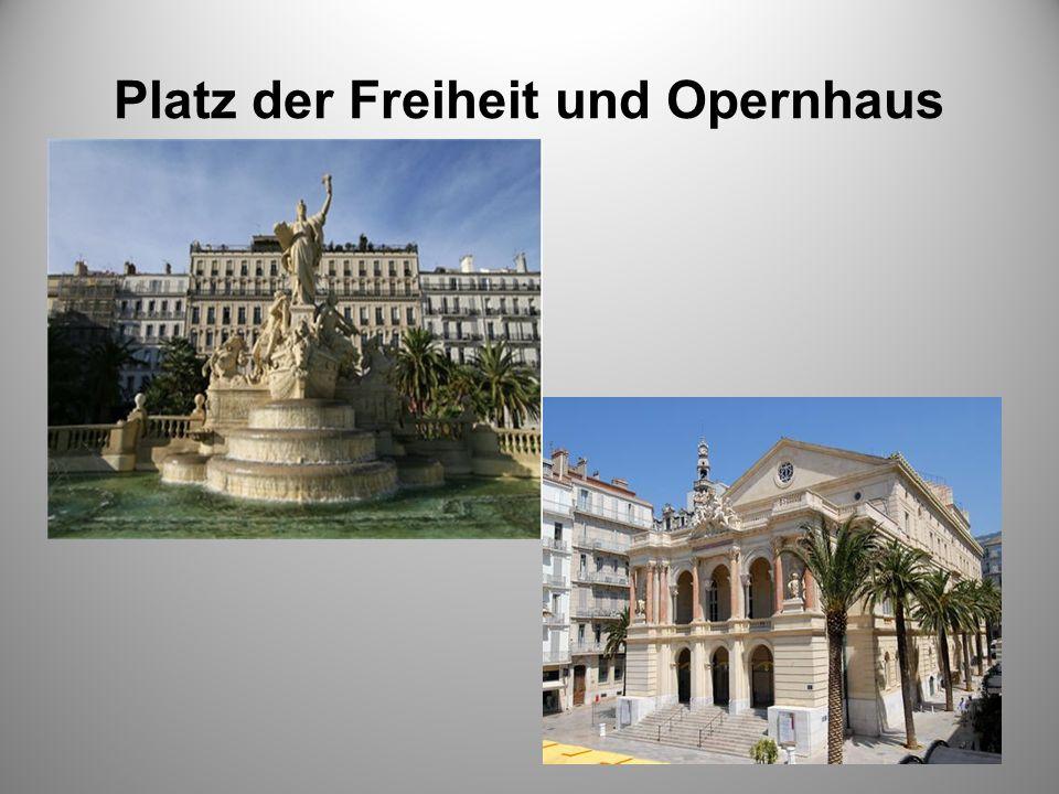 Platz der Freiheit und Opernhaus –