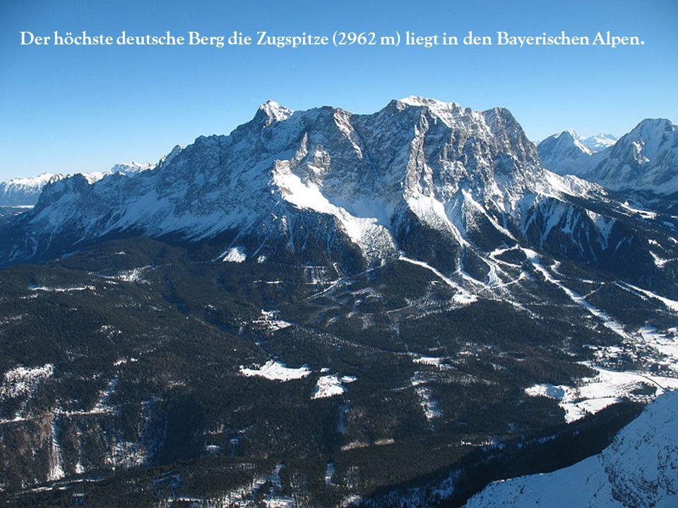 Der höchste deutsche Berg die Zugspitze (2962 m) liegt in den Bayerischen Alpen.