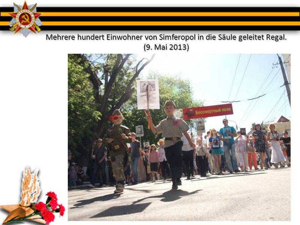Mehrere hundert Einwohner von Simferopol in die Säule geleitet Regal. (9. Mai 2013)
