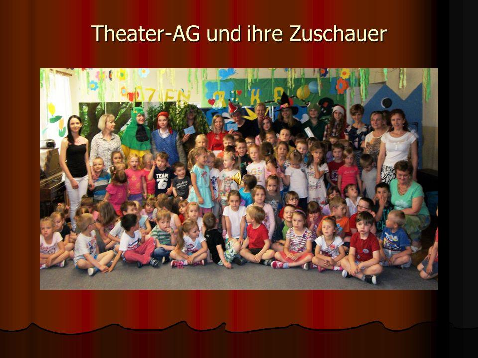 Theater-AG und ihre Zuschauer
