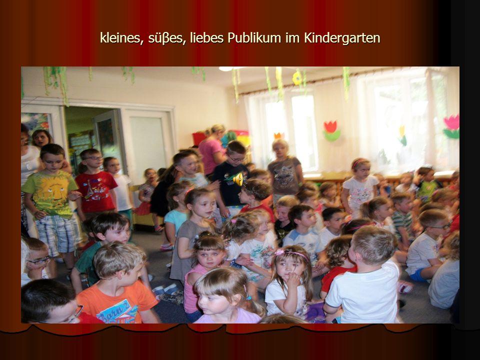 kleines, süβes, liebes Publikum im Kindergarten