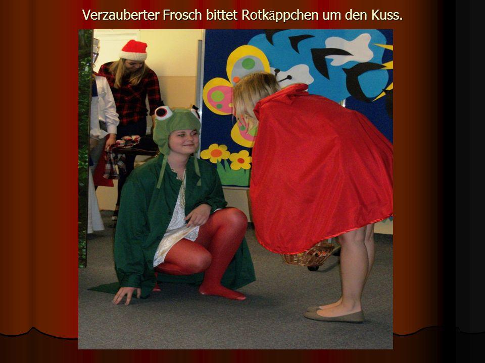 Verzauberter Frosch bittet Rotk ӓ ppchen um den Kuss.