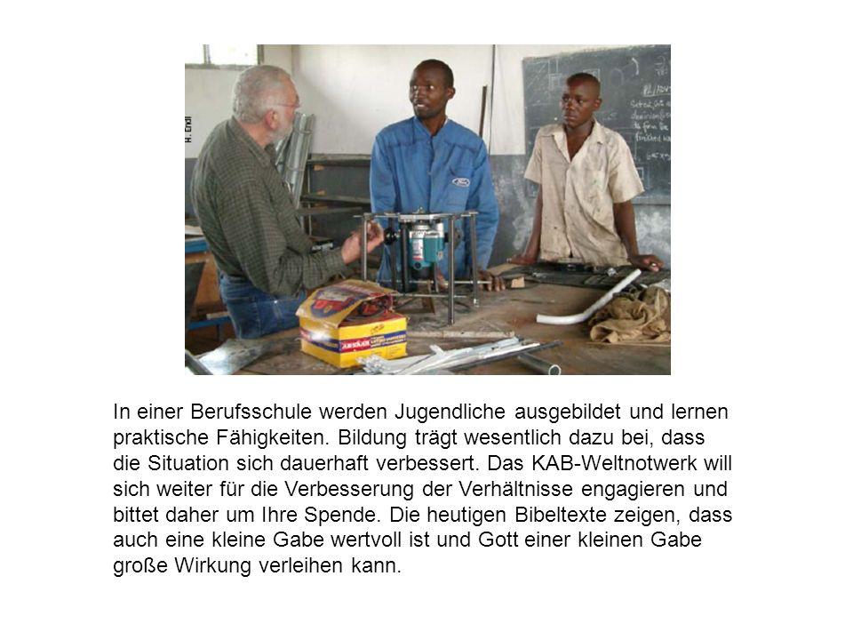 In einer Berufsschule werden Jugendliche ausgebildet und lernen praktische Fähigkeiten.