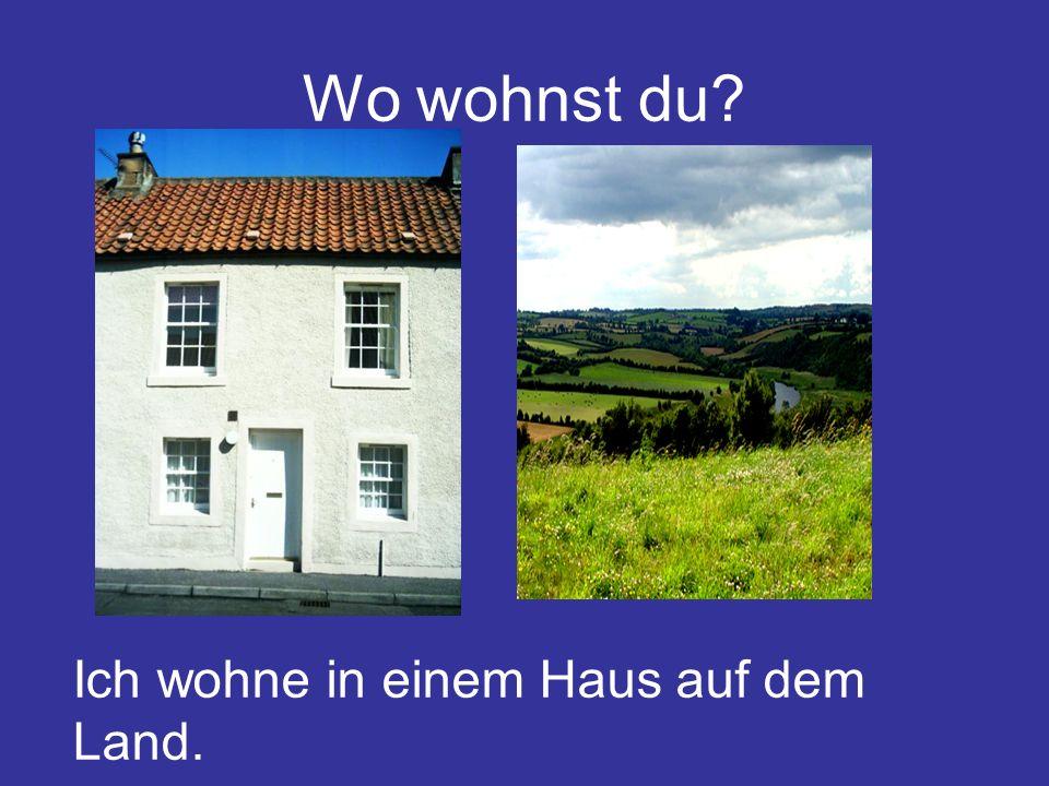 Wo wohnst du? Ich wohne in einem Haus auf dem Land.