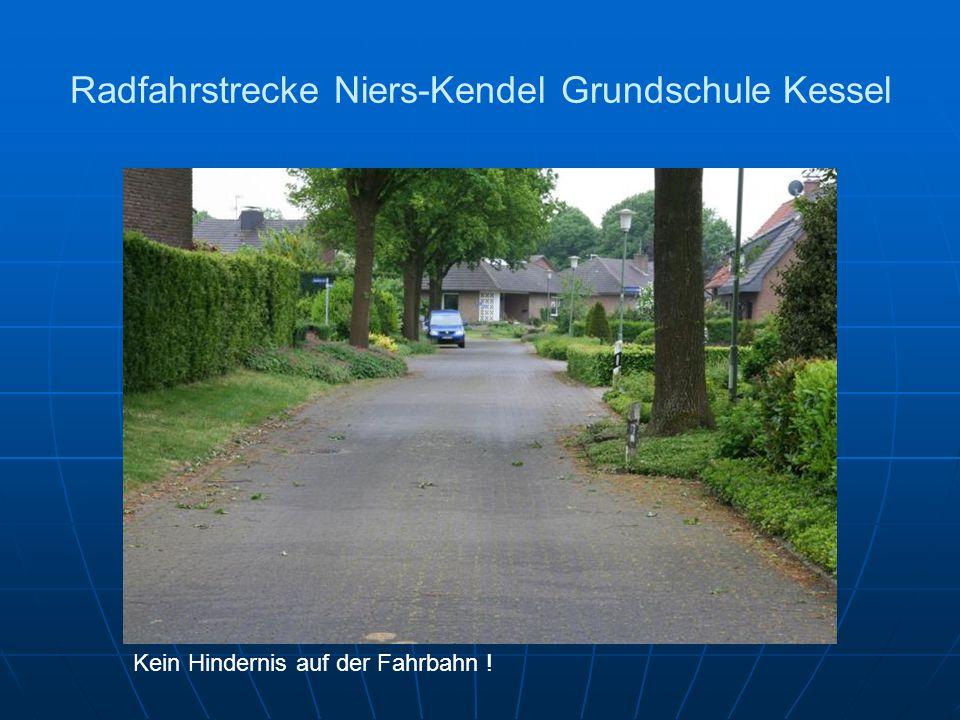 Radfahrstrecke Niers-Kendel Grundschule Kessel Kein Hindernis auf der Fahrbahn !