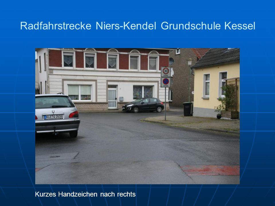 Radfahrstrecke Niers-Kendel Grundschule Kessel Kurzes Handzeichen nach rechts