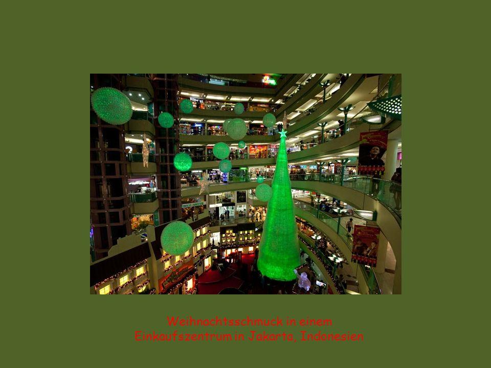 Weihnachtsschmuck in einem Einkaufszentrum in Jakarta, Indonesien