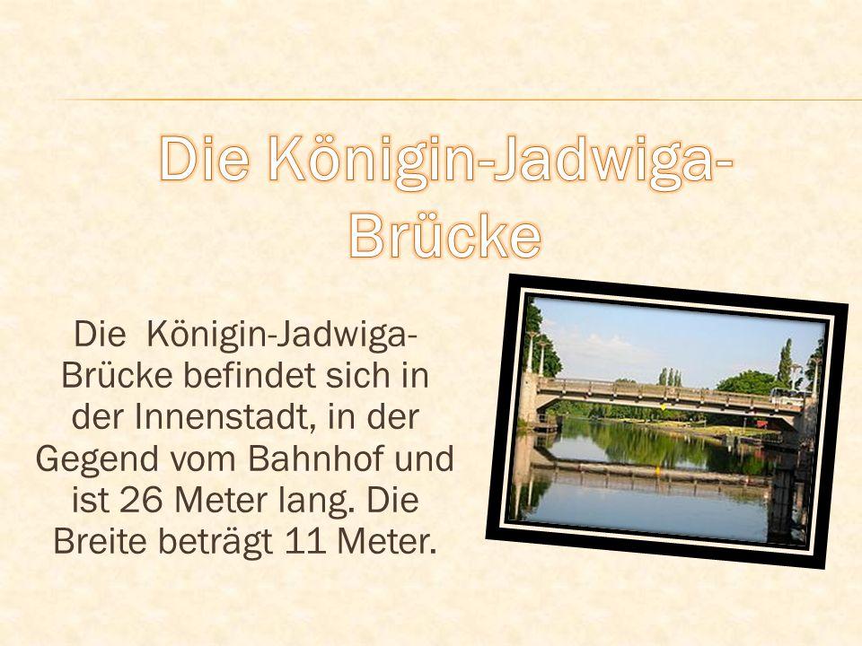 Die Königin-Jadwiga- Brücke befindet sich in der Innenstadt, in der Gegend vom Bahnhof und ist 26 Meter lang. Die Breite beträgt 11 Meter.