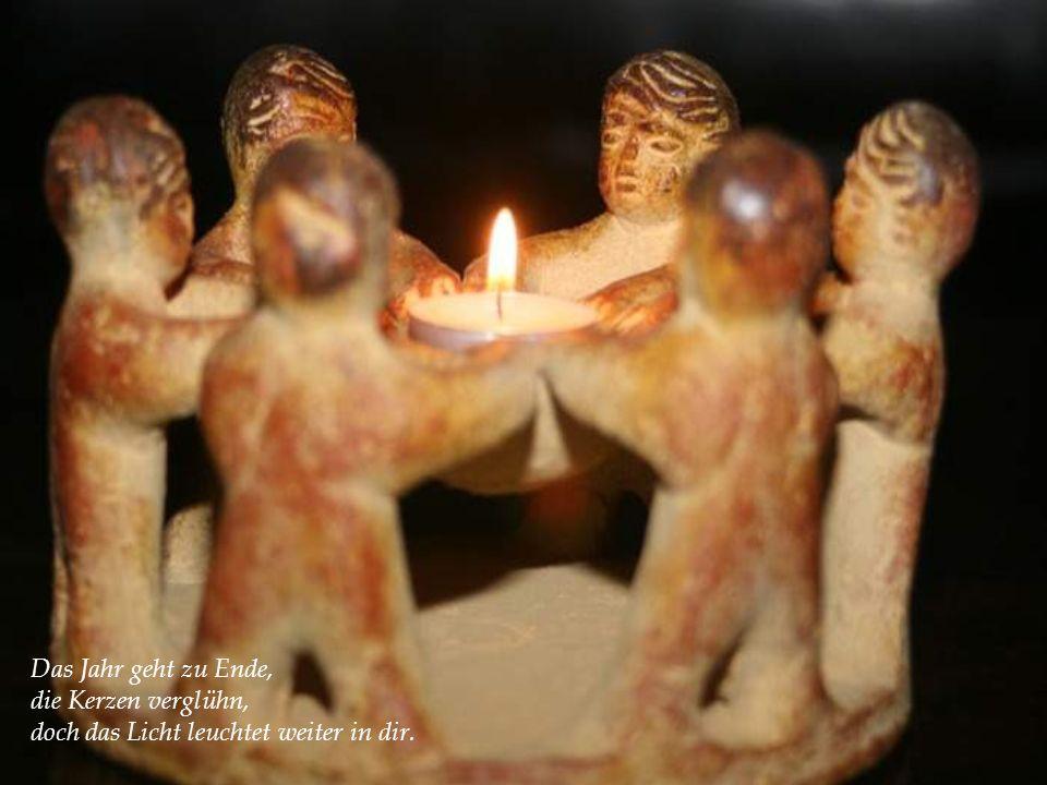 Das Jahr geht zu Ende, die Kerzen verglühn, doch das Licht leuchtet weiter in dir.