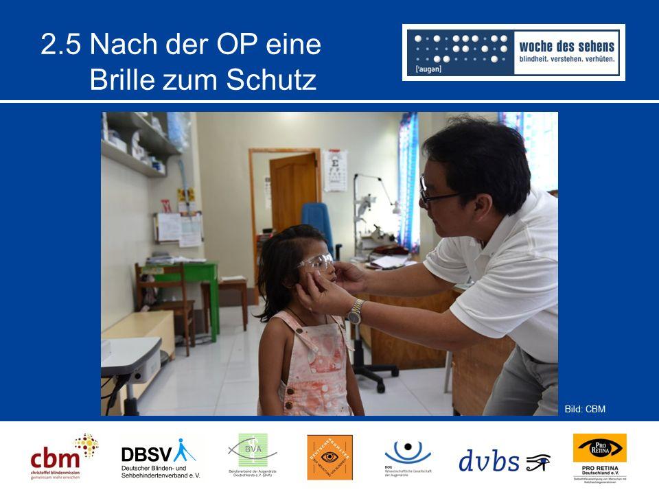 2.5 Nach der OP eine Brille zum Schutz Bild: CBM