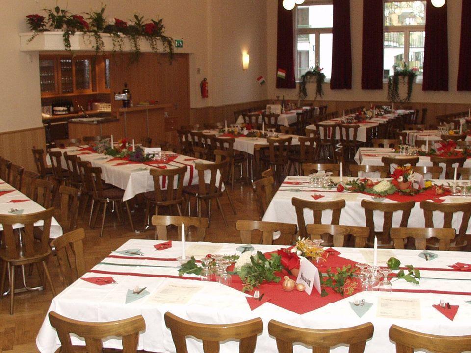 Bräuer – Sälchen Bräuer – Sälchen Sitzmöglichkeiten bis 50 Personen an Tischen Sitzmöglichkeiten bis 50 Personen an Tischen