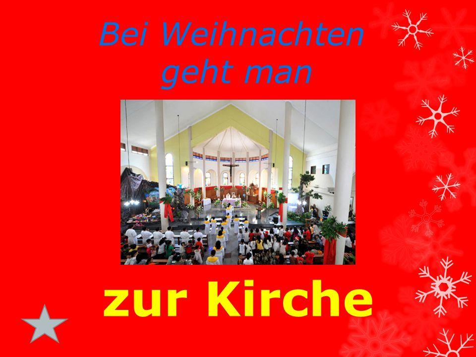 zur Kirche Bei Weihnachten geht man