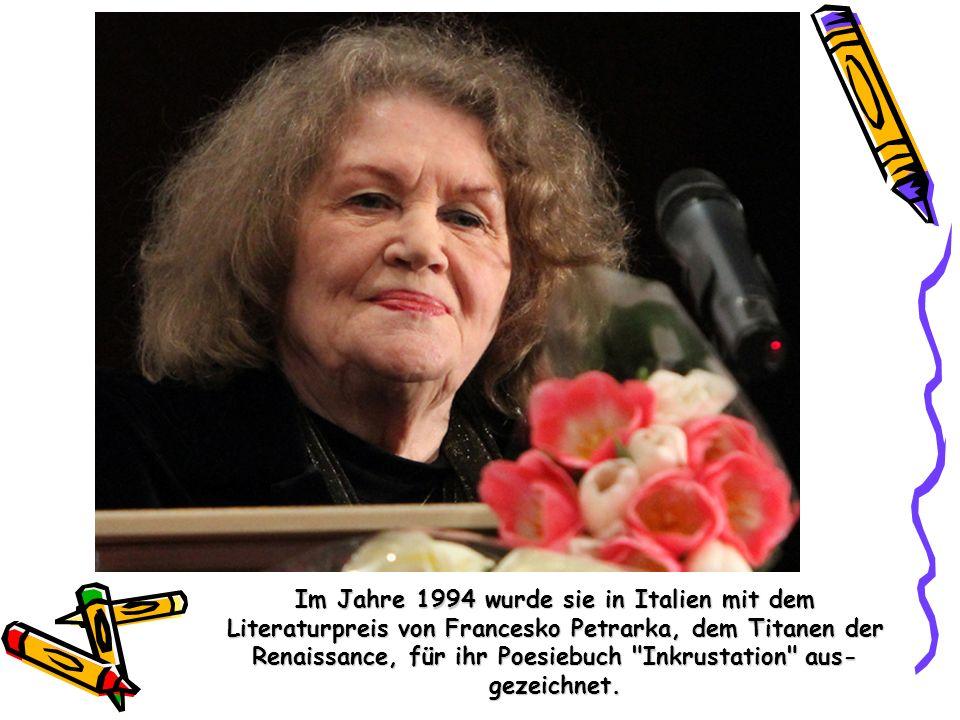 Im Jahre 1994 wurde sie in Italien mit dem Literaturpreis von Francesko Petrarka, dem Titanen der Renaissance, für ihr Poesiebuch