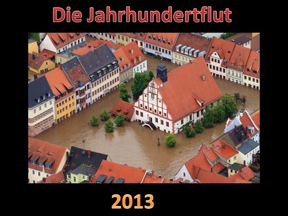 Der überflutete Marktplatz von Wehlen in Sachsen am 04.06.2013 ( Thomas Peter / Reuters )
