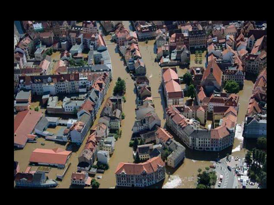 Das Hochwasser der Mulde hat eine Häuser nördlich von Eilenburg eingeschlossen.