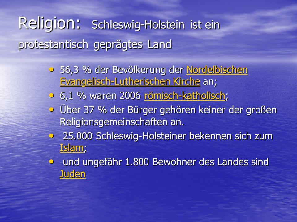 Religion: Schleswig-Holstein ist ein protestantisch geprägtes Land 56,3 % der Bevölkerung der Nordelbischen Evangelisch-Lutherischen Kirche an; 56,3 % der Bevölkerung der Nordelbischen Evangelisch-Lutherischen Kirche an;Nordelbischen Evangelisch-Lutherischen KircheNordelbischen Evangelisch-Lutherischen Kirche 6,1 % waren 2006 römisch-katholisch; 6,1 % waren 2006 römisch-katholisch;römisch-katholisch Über 37 % der Bürger gehören keiner der großen Religionsgemeinschaften an.