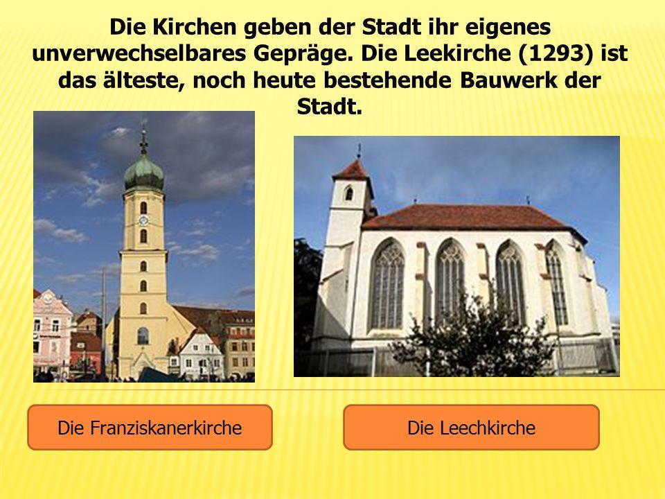 Die Kirchen geben der Stadt ihr eigenes unverwechselbares Gepräge. Die Leekirche (1293) ist das älteste, noch heute bestehende Bauwerk der Stadt. Die