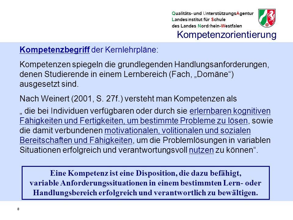 Qualitäts- und UnterstützungsAgentur Landesinstitut für Schule des Landes Nordrhein-Westfalen 9 9 benennen individuelle fachspezifische Fähigkeiten und Fertigkeiten einer Person (keine reinen Unterrichtsinhalte) Kompetenzen werden in einem längeren Entwicklungsprozess erworben (sind nicht identisch mit Stundenzielen) sind Grundlage für das selbstständige Lösen von Problemen und für das Hervorbringen von Neuem sind stärkenorientiert (nicht defizitorientiert) Kompetenzorientierung 9
