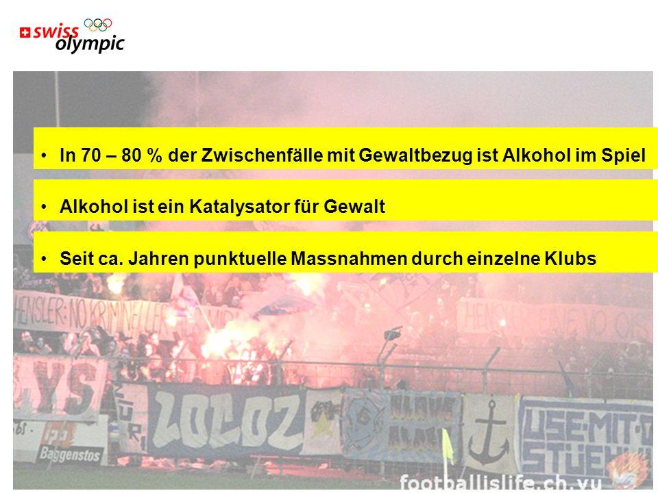 Swiss Olympic Association 3 In 70 – 80 % der Zwischenfälle mit Gewaltbezug ist Alkohol im Spiel Alkohol ist ein Katalysator für Gewalt Seit ca.