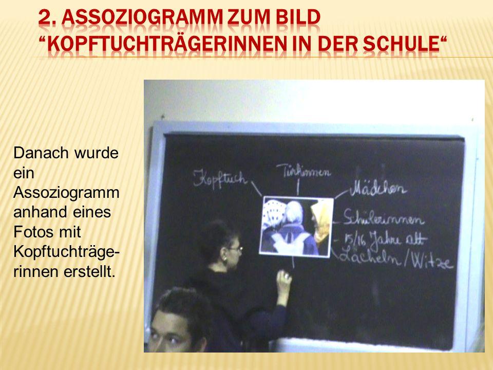 Danach wurde ein Assoziogramm anhand eines Fotos mit Kopftuchträge- rinnen erstellt.