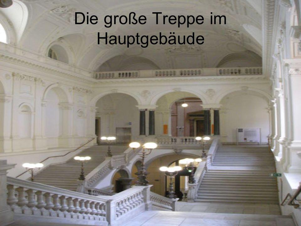 Die große Treppe im Hauptgebäude