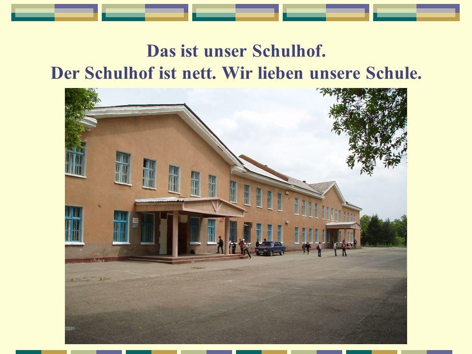 Das ist unser Schulhof. Der Schulhof ist nett. Wir lieben unsere Schule.