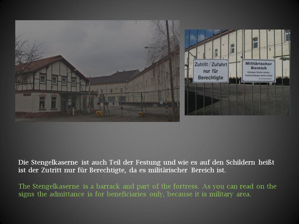 Die Stengelkaserne ist auch Teil der Festung und wie es auf den Schildern heißt ist der Zutritt nur für Berechtigte, da es militärischer Bereich ist.