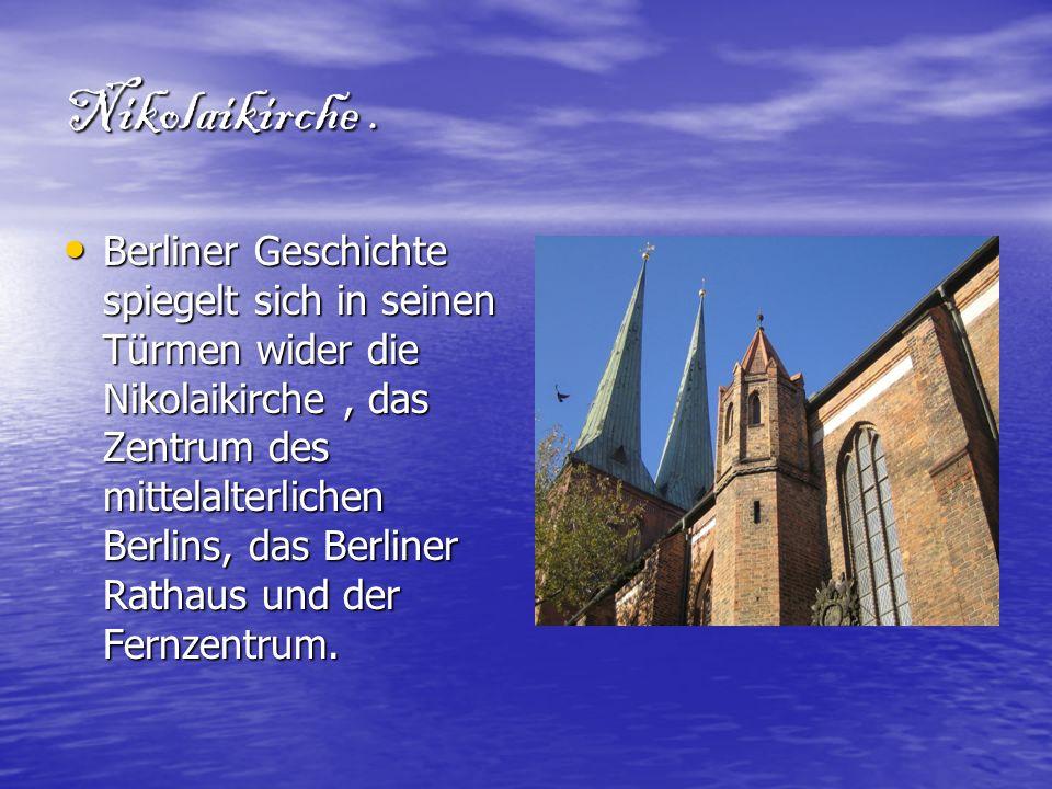 Nikolaikirche. Berliner Geschichte spiegelt sich in seinen Türmen wider die Nikolaikirche, das Zentrum des mittelalterlichen Berlins, das Berliner Rat