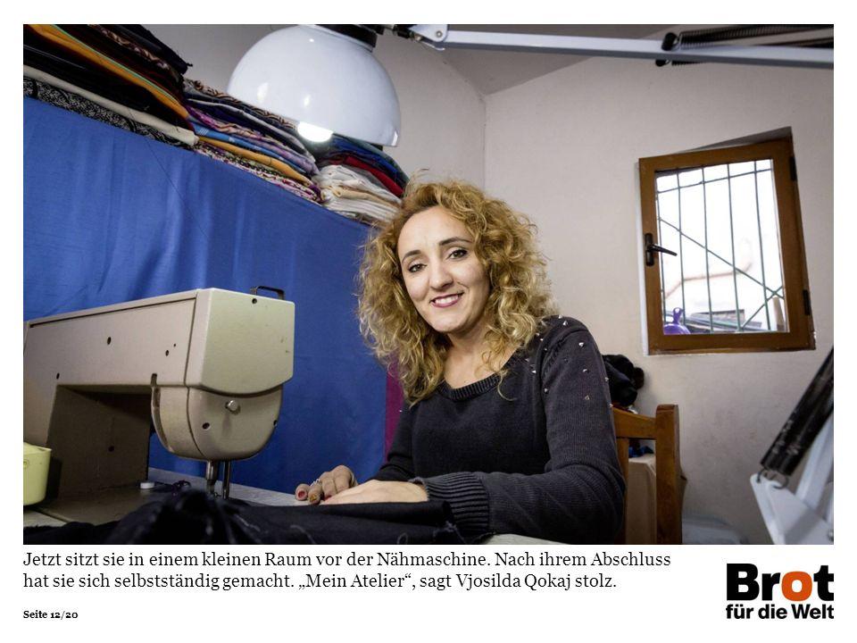 """Seite 12/20 Jetzt sitzt sie in einem kleinen Raum vor der Nähmaschine. Nach ihrem Abschluss hat sie sich selbstständig gemacht. """"Mein Atelier"""", sagt V"""
