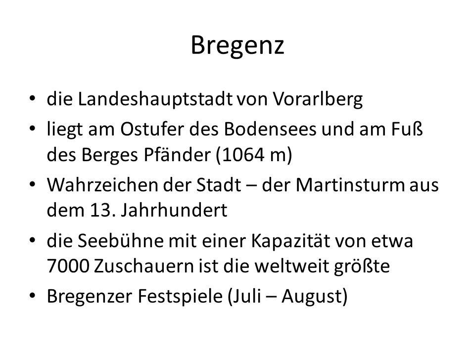 Bregenz die Landeshauptstadt von Vorarlberg liegt am Ostufer des Bodensees und am Fuß des Berges Pfänder (1064 m) Wahrzeichen der Stadt – der Martinsturm aus dem 13.