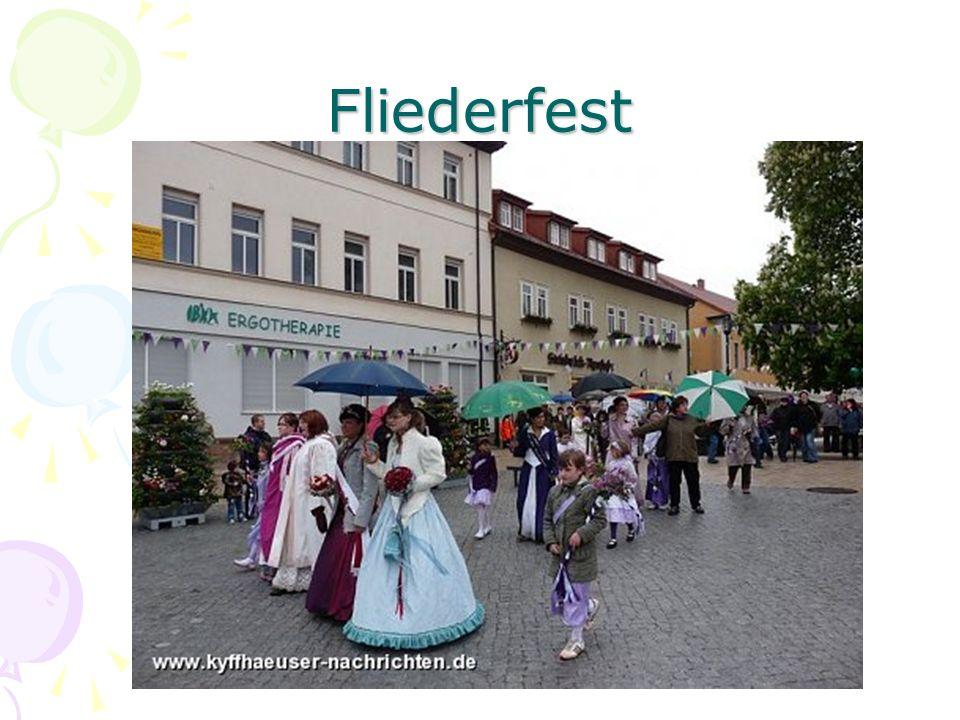 """Zur Geschichte des Fliederfestes Die Stadt Bad Frankenhausen schmückt sich als Solestadt auch mit dem Beinamen """"Fliederstadt ."""