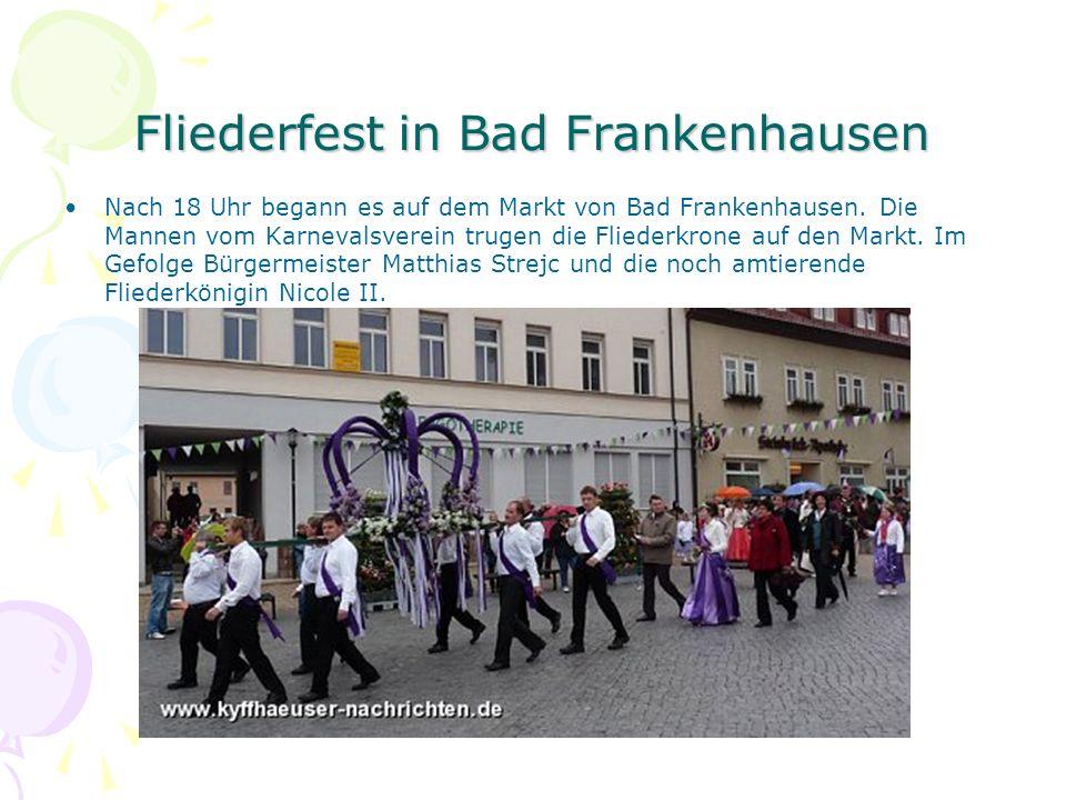Fliederfest in Bad Frankenhausen Nach 18 Uhr begann es auf dem Markt von Bad Frankenhausen. Die Mannen vom Karnevalsverein trugen die Fliederkrone auf